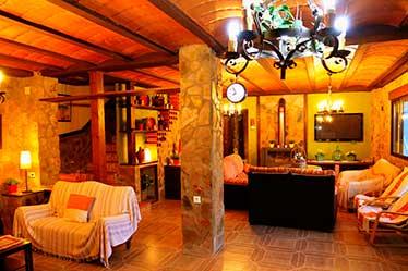 Salón Casa Rural Golondrinas - Brovales