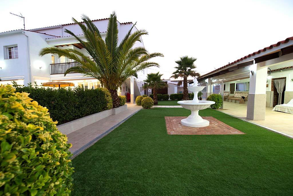 Casa-rural-manolin-1-jardines-00