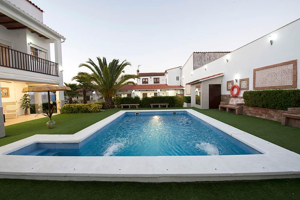 Casa-rural-manolin-1-piscina-00
