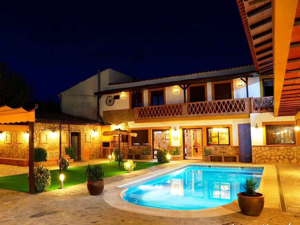 Complejo-rural-marcelina-piscina-jardin